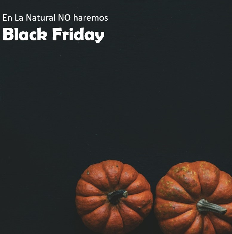 Cartel con 2 calabazas y texto: En La Natural no hacemos Black Friday